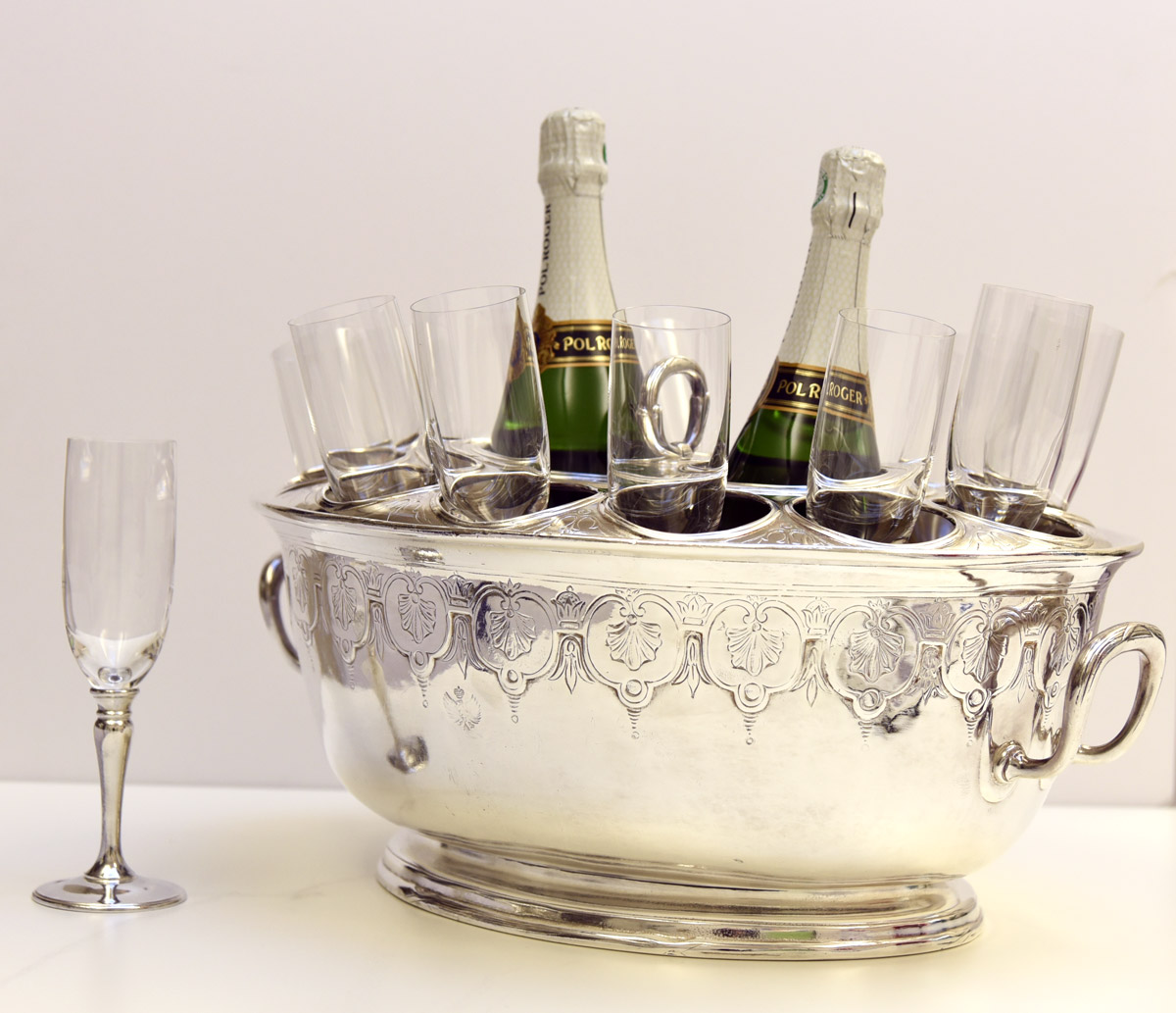 Bottle holder for champagne and 12 flutes